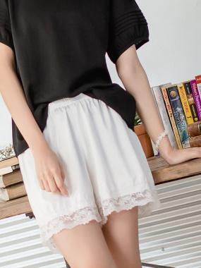 腰圍鬆緊光澤感純色緞面蕾絲滾邊安全褲.4色