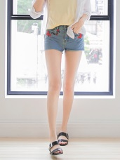 經典牛仔刺繡花朵圖案不收邊造型短褲