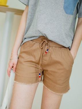 鬆緊抽腰綁帶褲腳抽鬚開衩純色休閒短褲.4色