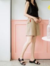 玫瑰花刺繡點綴腰間綁帶純色壓皺短褲.2色