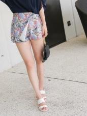 滿版繽紛印花後腰鬆緊一片裙造型短褲.2色
