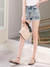 水洗感褲腳反褶設計高含棉牛仔短褲