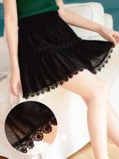 鬆緊腰頭蕾絲雕花拼接純色短褲裙