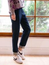 臧芮軒。純色磨毛褲腳格紋反褶直筒褲