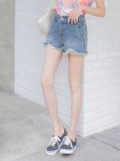 高含棉斜口袋下襬刷破設計牛仔短褲