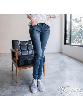 修長比例~嚴選韓版骷髏頭造型刷色牛仔窄管褲