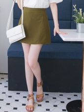 好質感光澤後腰拉鍊一片式A字短裙.2色