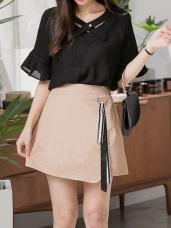 純色質感腰間金屬環綴配色條紋緞帶高含棉短裙.2色