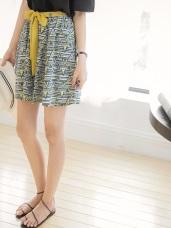 附綁帶腰圍鬆緊拼色幾何印花A字傘襬短裙.2色