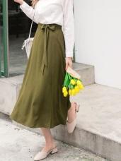 純色附蝴蝶結綁帶側開衩垂墜感中長裙