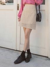 臧芮軒。純色滿版鏤空蕾絲短裙