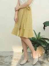 臧芮軒。純色高含棉荷葉下襬前片綁帶及膝裙