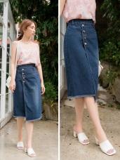 高含棉排釦不對稱牛仔裙