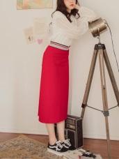 臧芮軒。純色鬆緊腰頭織帶設計側開衩中長包裙