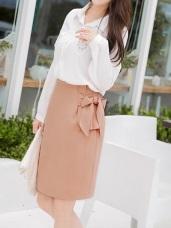 腰側打褶綁帶造型後擺圓弧開衩素色高腰包裙.2色