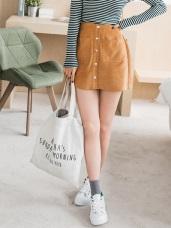 素色壓紋排釦造型棉感A字裙.3色