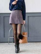 素色蜜桃絨金屬排釦縫線造型A字短裙.2色