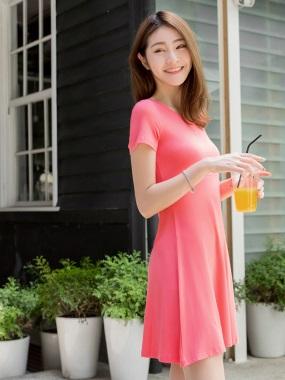 素色合身彈性高腰剪裁圓領短袖洋裝.3色