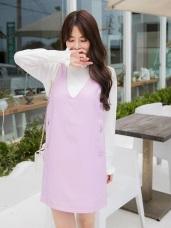 兩側造型排釦光澤感素色V領直筒洋裝.2色