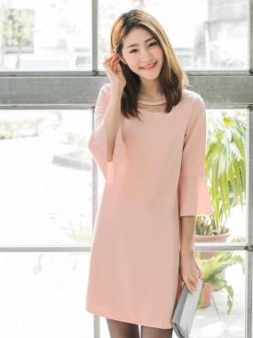 素色挖空領造型拼喇叭袖洋裝.2色