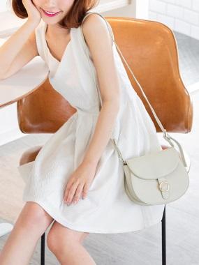 純色立體鋸齒織紋V領收腰打褶澎感傘擺洋裝.2色