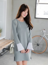 素色拼接條紋喇叭袖金釦造型洋裝.2色