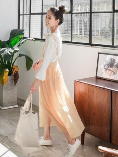 素色後腰鬆緊打摺設計雪紡吊帶長裙.2色