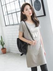 W立體毛圈字母彈性柔軟圓領短袖洋裝.3色