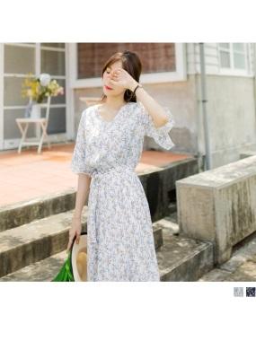 滿版碎花V領喇叭袖縮腰綁帶百褶裙襬雪紡長洋裝.2色