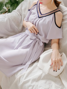 拼色條紋點綴前後V領挖肩設計腰側綁帶純色洋裝.2色