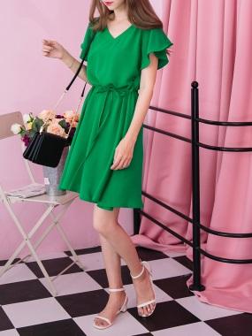 附綁帶鏤空美背設計荷葉袖V領純色洋裝.3色