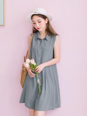 純色腰側打褶設計前襟排釦襯衫領無袖洋裝.2色
