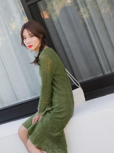 滿版鏤空蕾絲素色長洋裝