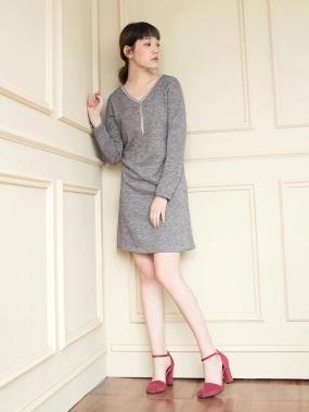 造型項鍊仿針織V領混色及膝洋裝