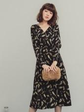 滿版羽毛交叉V領綁帶設計洋裝