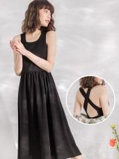 純色不易皺背交叉鏤空修身洋裝
