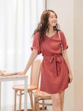 素面純色V領造型腰綁帶洋裝