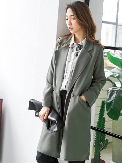 質感素色單釦後開衩雙口袋長版翻領西裝外套.2色