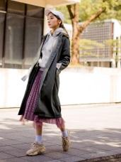 格紋反褶袖口長版風衣外套