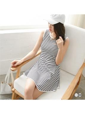知性橫條紋羅紋滾邊弧狀傘襬造型針織背心洋裝.2色
