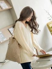 柔色調簡約壓紋車線V領針織上衣