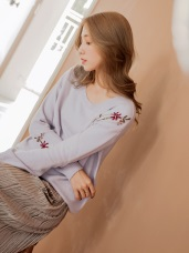 柔軟包芯紗花朵刺繡針織毛衣