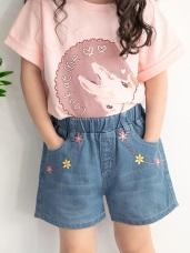 刺繡小花雙口袋造型高棉牛仔短褲