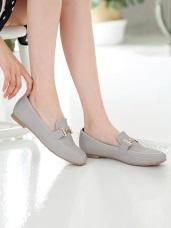 台灣製造~仿皮革金屬造型平底鞋