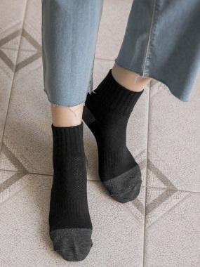 台灣製造。抗菌乾爽除臭輕盈柔軟雙層包覆中筒男/女襪