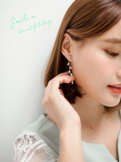 水鑽小葉子造型耳夾式耳環