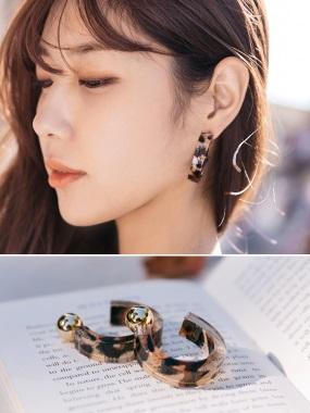 透明感豹紋半圓圈耳環