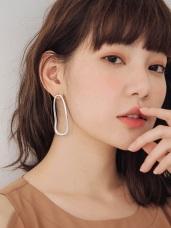 質感金屬亮澤不規則橢圓耳針式耳環