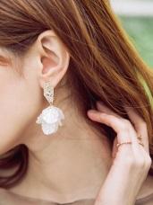 壓紋貝殼光澤花瓣感耳針式耳環